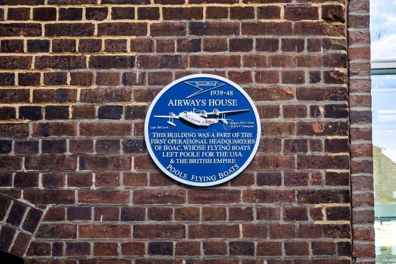 Platta som firar minnet av den fungerande HQEN av fartyg för flyg för BOAC-` s Poole i Poole, Dorset, UK fotografering för bildbyråer