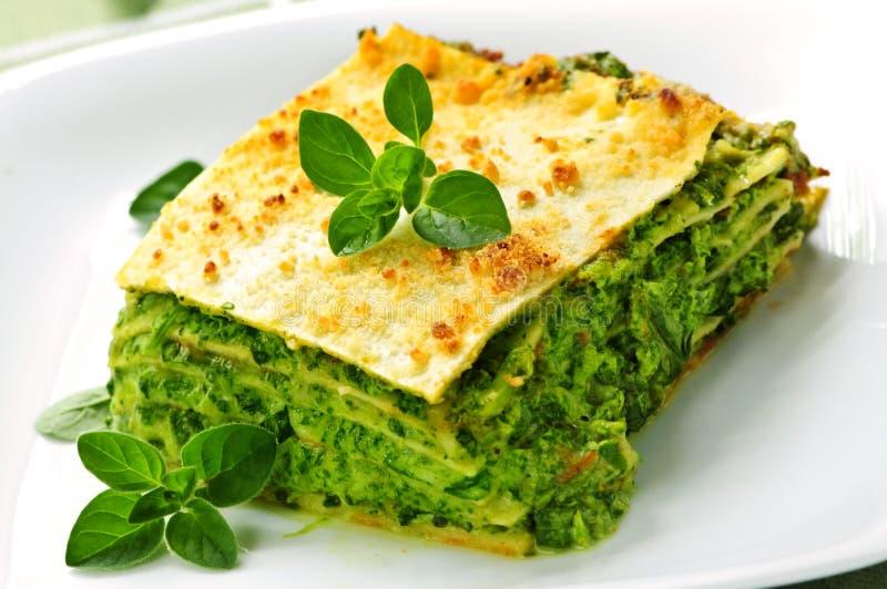 Platte der vegeterian Lasagne lizenzfreies stockbild