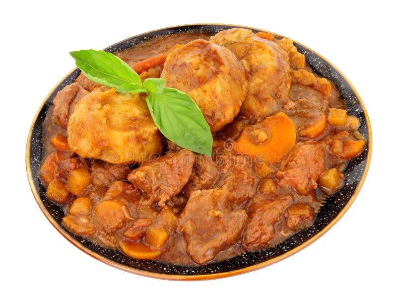 Platte des Rindfleisches und des Gemüses Stew And Dumplings lizenzfreies stockfoto