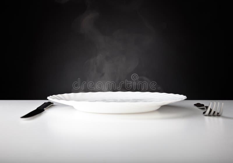 Platte, Messer und Gabel lizenzfreies stockfoto