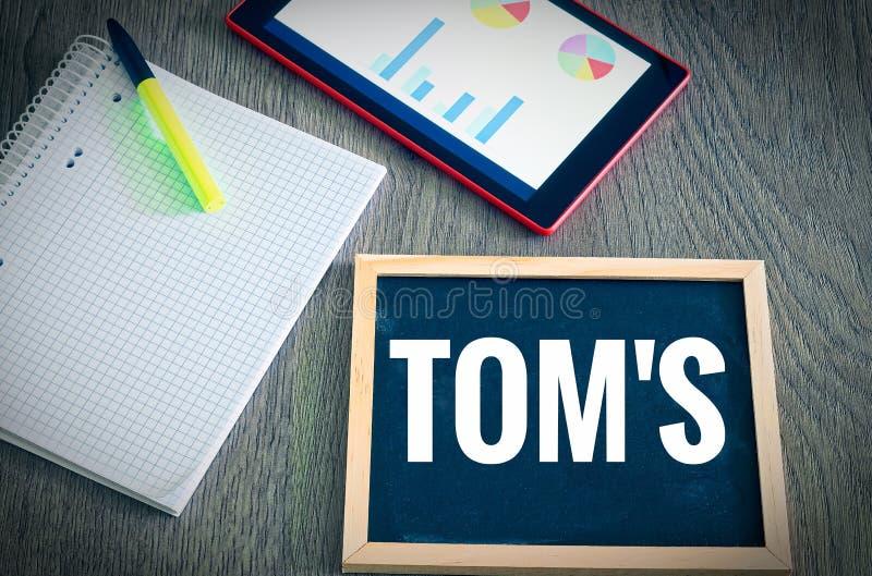 Platte mit dem Aufschrift TOM-` S Technisch organisatorische Maßnahmen in den englischen technisch organisatorischen Maßen mit e stockfoto