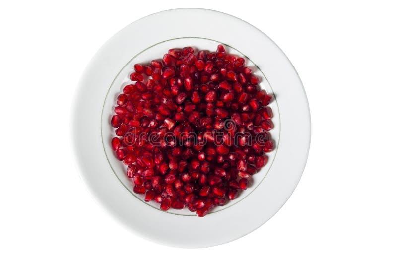Platte mit Granatapfelkörnern stockfotos