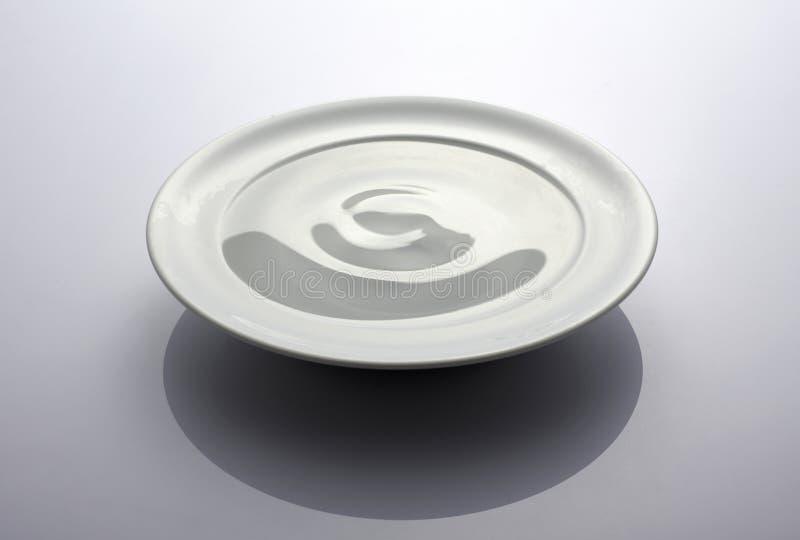 Platte mit Wasser stockbilder
