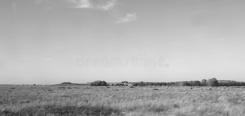 Platteland dichtbij Cambridge in zwart-wit stock afbeelding