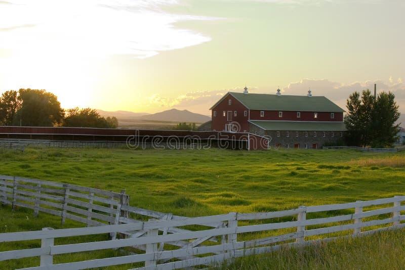 Platteland - Omheining die een Boerderij omringt royalty-vrije stock afbeelding