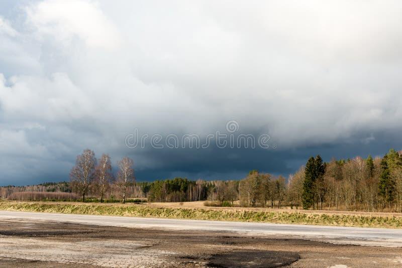 Download Plattelandsgebieden In De Vroege Lente Stock Foto - Afbeelding bestaande uit laat, platteland: 54077366