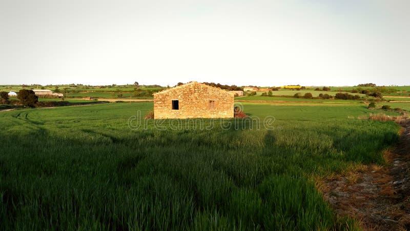 Plattelandshuisje in het platteland van Catalonië royalty-vrije stock foto's