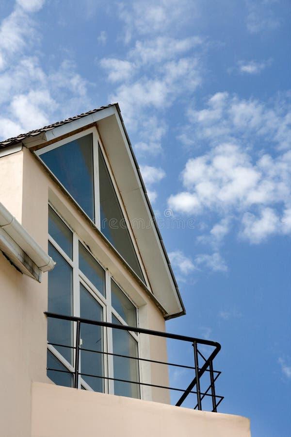 Plattelandshuisje met balkon royalty-vrije stock fotografie