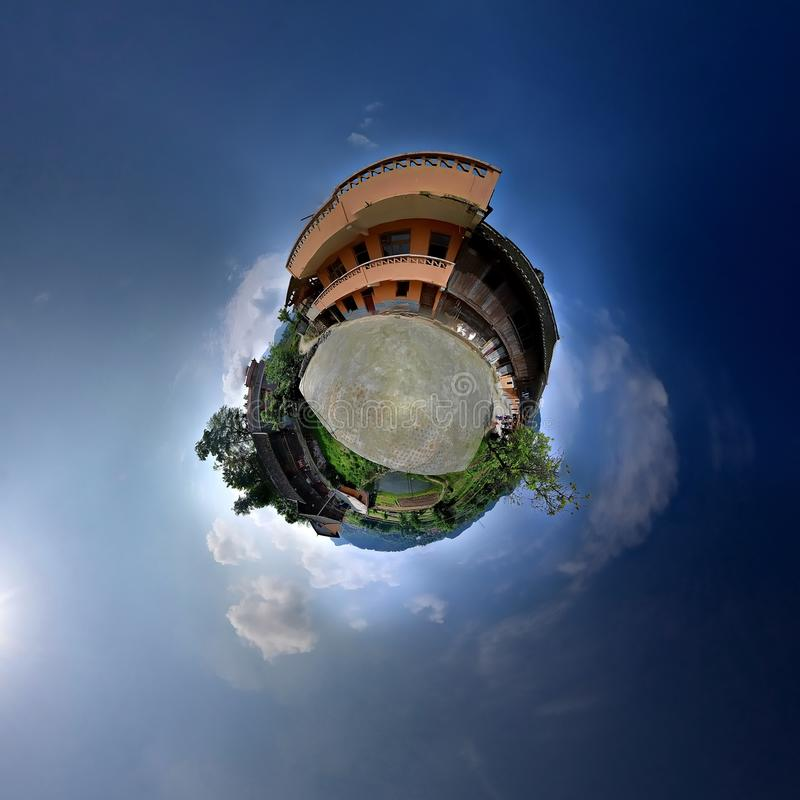 Plattelandshuisje met panorama's stock fotografie