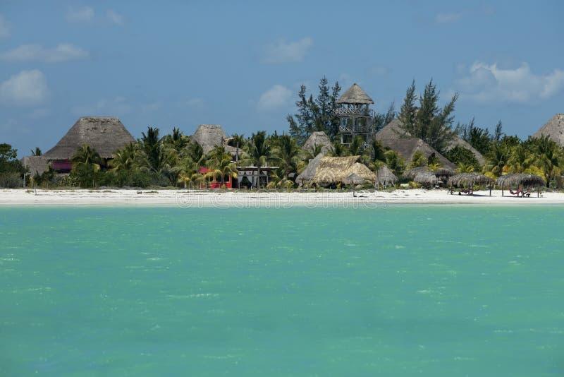 Plattelandshuisjes en hotels op de Caraïbische kust royalty-vrije stock foto's