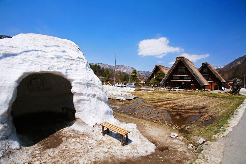 Plattelandshuisjes en sneeuwzaal bij gassho-Zukuridorp Shirakawago stock afbeeldingen