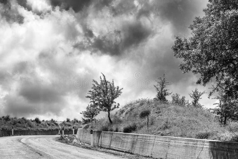 Plattelandslandschap op de weg van Matera aan Montescaglioso royalty-vrije stock fotografie