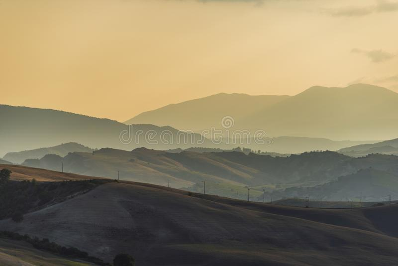 Plattelandslandschap in Val D ` Agri, Basilicata stock foto