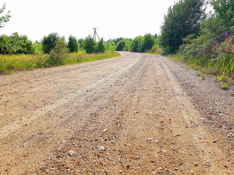 Plattelandslandweg en Houten Omheining royalty-vrije stock fotografie