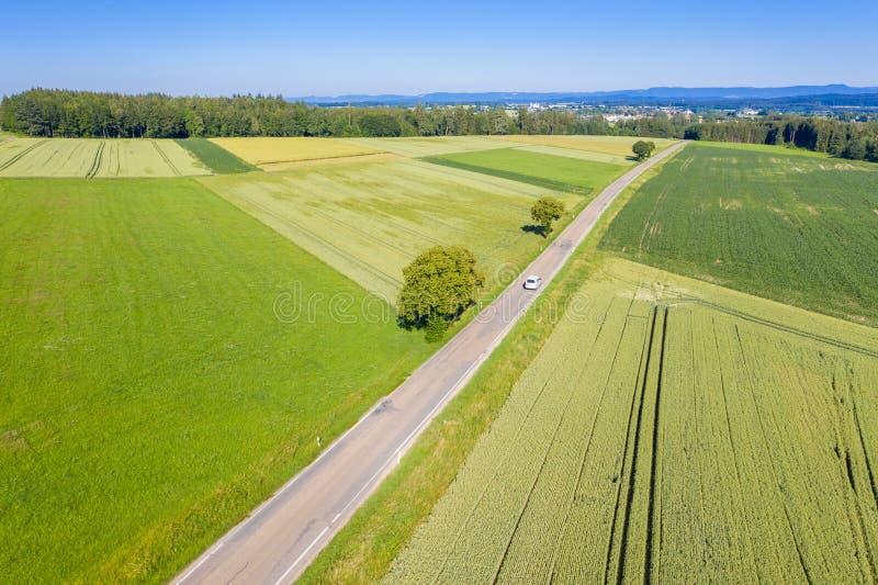 plattelandsweg in Zuid-Duitsland royalty-vrije stock afbeelding