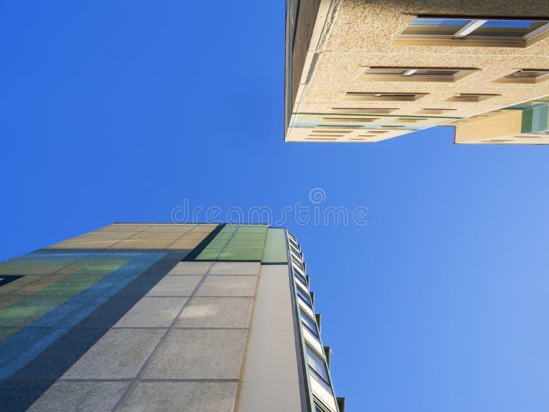 Platten-Bau-Wohnblock gerade lizenzfreie stockfotos