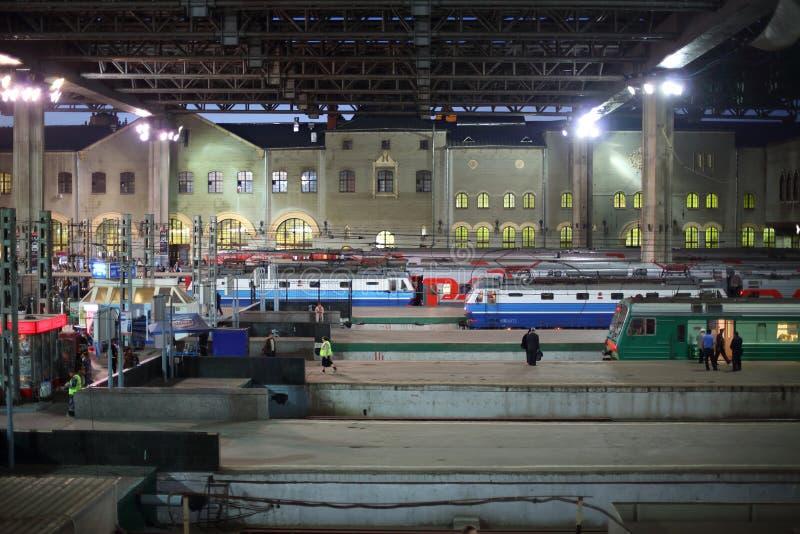 Plattform för drev på den Kazan stationen arkivfoton