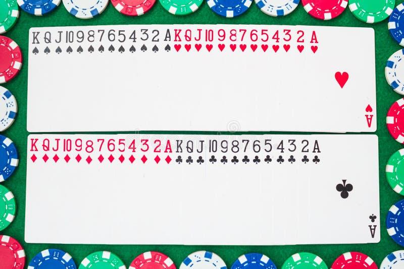 Plattform von Spielkarten, von dreizehn Rängen in jeder der vier Klagen, von Vereinen, von Diamanten, von Herzen und von Spaten F stockfoto