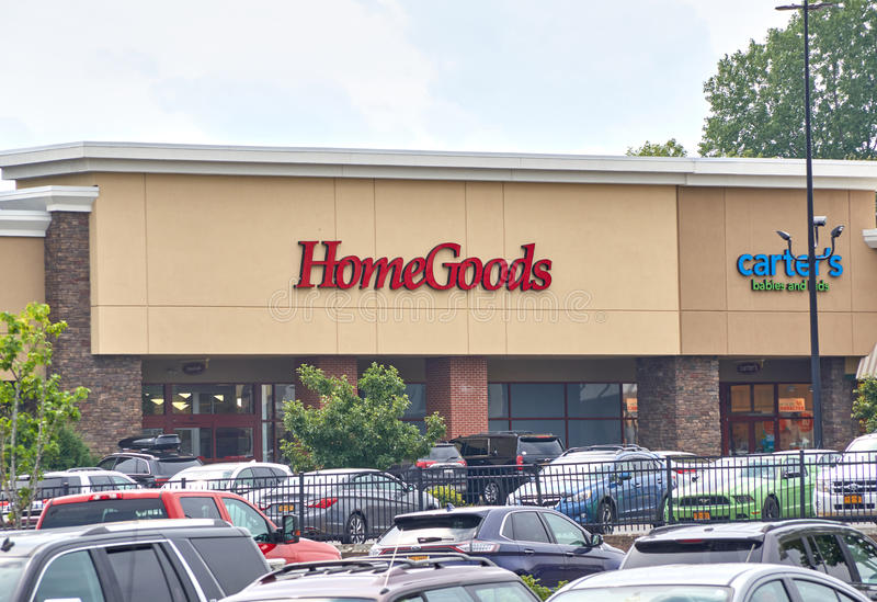 Home Goods store and parking. PLATTSBURGH, USA - AUGUST 23, 2017 : Home Goods store and parking. Home Goods is connected to TJ Maxx and Marshalls stock images
