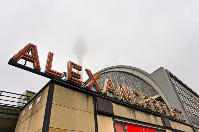 platz Германии дня Александра berlin туманнейшее стоковая фотография rf