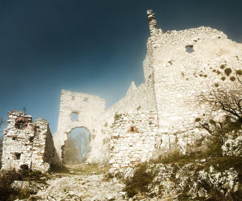 plavecky slotthrad fördärvar royaltyfri bild