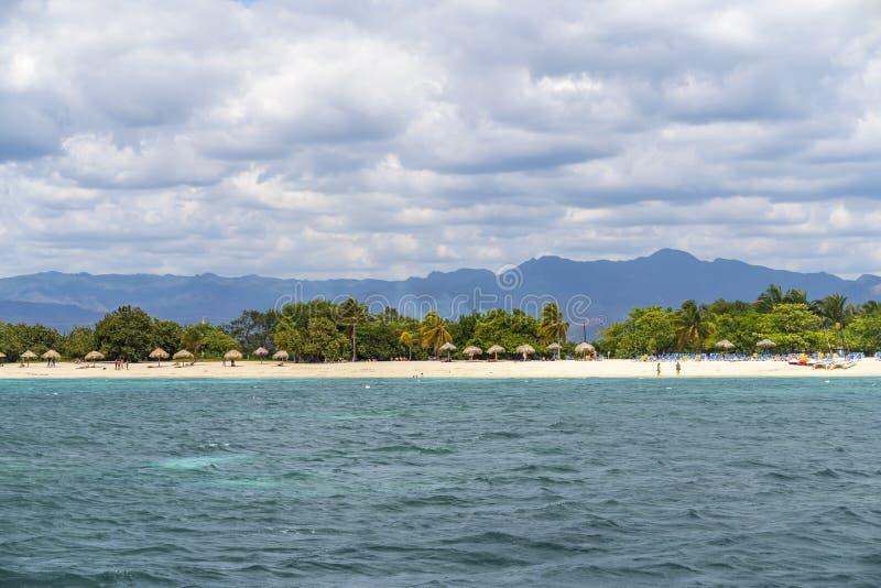 Playa Ancon nära Trinidad royaltyfria foton