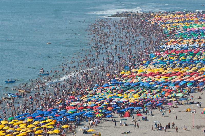 Playa apretada foto de archivo