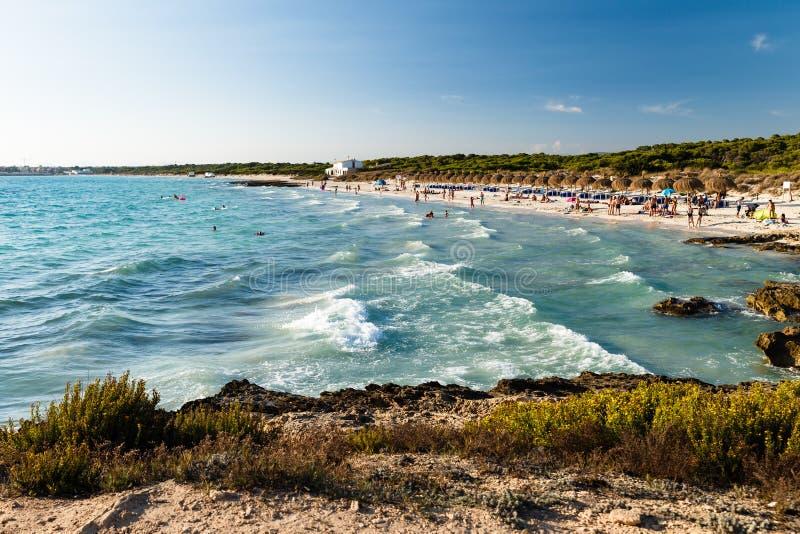 playa arenosa con la arena blanca foto de archivo