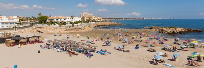 Playa arenosa hermosa de Playa Cala Capitan España en la costa de Orihuela cerca del La Zenia y Playa Flamenca imagen de archivo