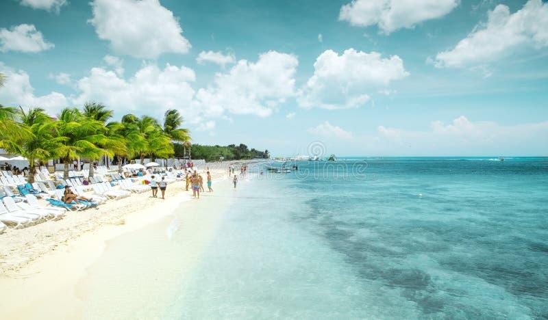 Playa arenosa hermosa en la isla de Cozumel, México foto de archivo