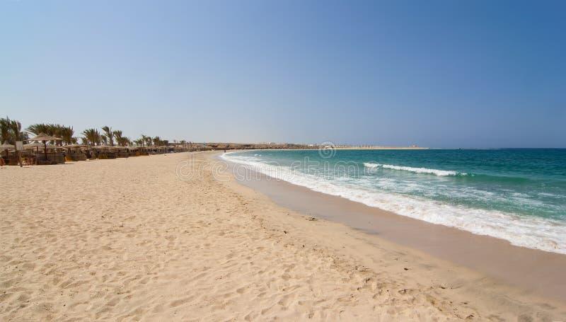 Playa arenosa Marsa Alam de la bahía de Abu Dabbab imagen de archivo