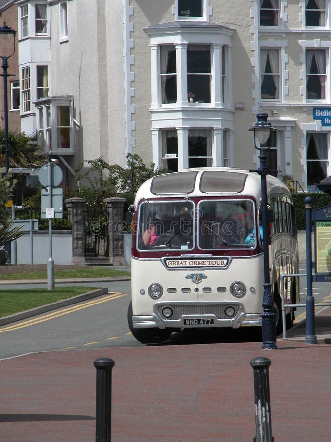 Playa, autobús retro fotografía de archivo