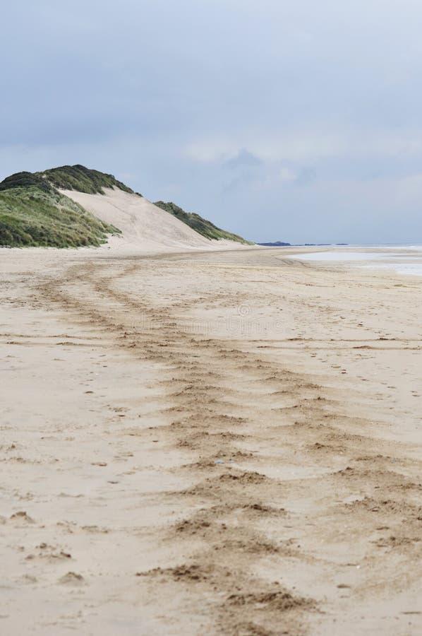 Playa blanca de las rocas, Portrush, Irlanda del Norte fotos de archivo