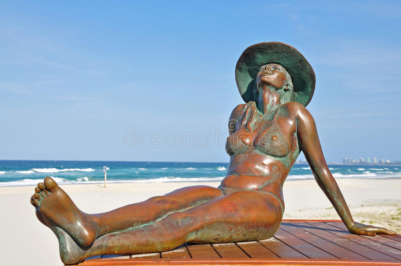 Playa bronceada de Sunbaking de la belleza imágenes de archivo libres de regalías