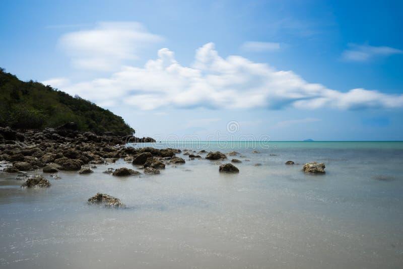 Playa clara del agua imagenes de archivo