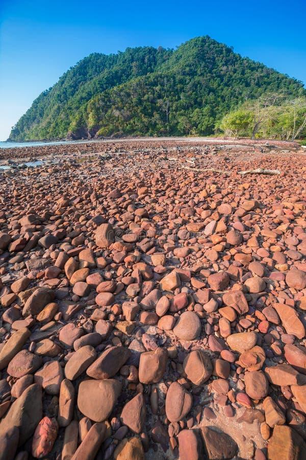 Download Playa Con El Mar De Piedra Y Tropical Foto de archivo - Imagen de asia, playa: 41920754