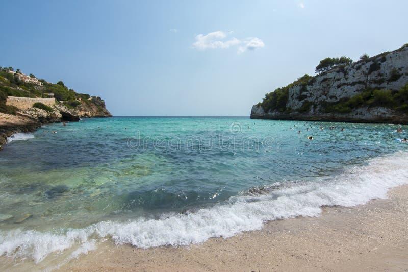 Playa da praia de Cala Romantica, Mallorca, Balearic Island, Espanha fotos de stock