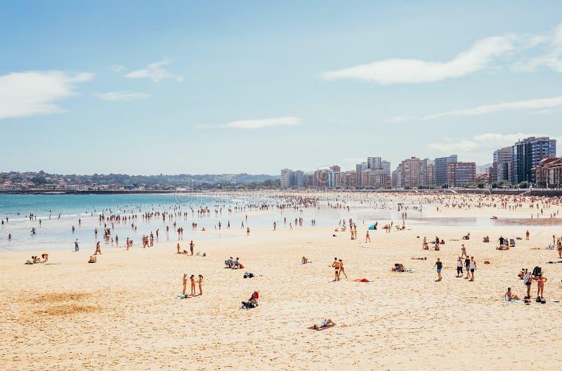 Playa de圣洛伦佐,海滩Gijon市的圣洛伦佐 库存照片