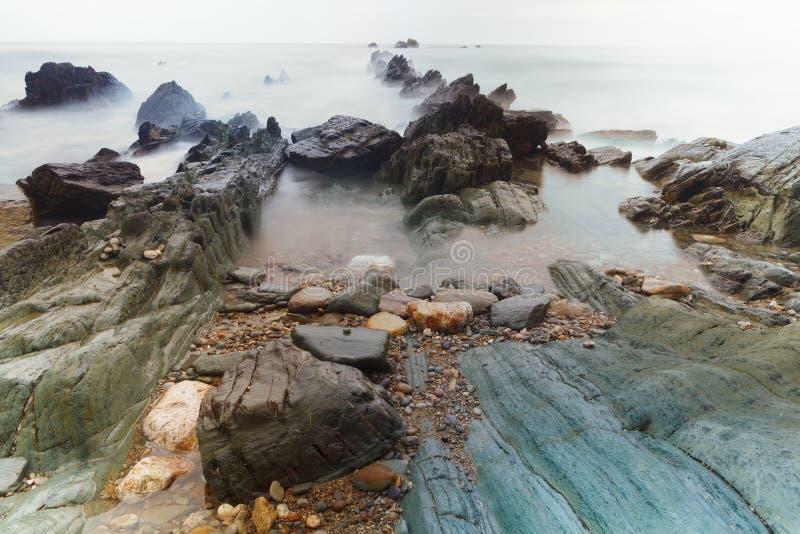 Playa de Aguilar de Cudillero, Asturias, España fotos de archivo
