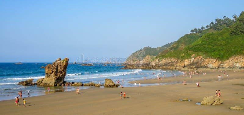 Playa de Aguilar vicino a Muros de Nalon, Asturie, Spagna del Nord fotografia stock libera da diritti
