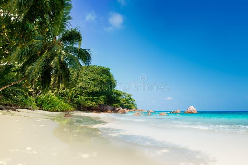 Playa de Anse Lazio en la isla Seychelles del praslin imagenes de archivo