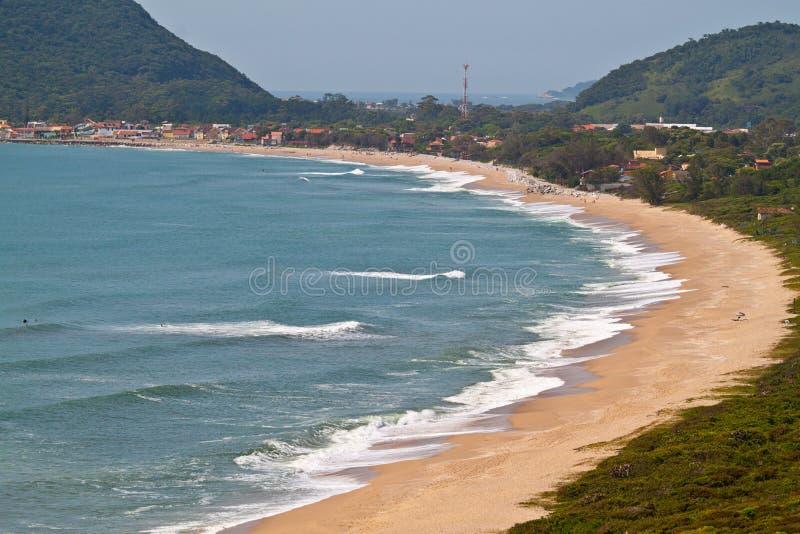 Playa de Armacao en Florianopolis - el Brasil foto de archivo
