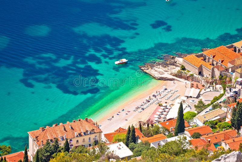 Playa de Banje en la opinión aérea de Dubrovnik fotografía de archivo libre de regalías