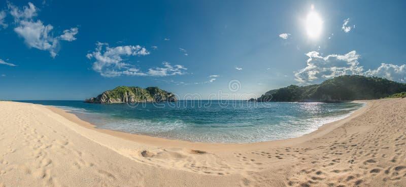 Playa de Cacaluta en Huatulko, Oaxaca, México fotos de archivo