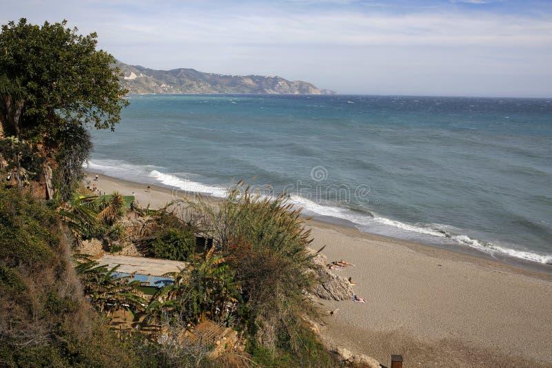 Playa de Carabeillo en Nerja, Costa del Sol, España fotos de archivo