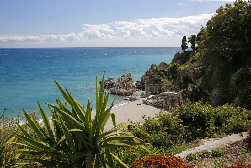 Playa de Carabeillo en Nerja, Costa del Sol, España imagen de archivo