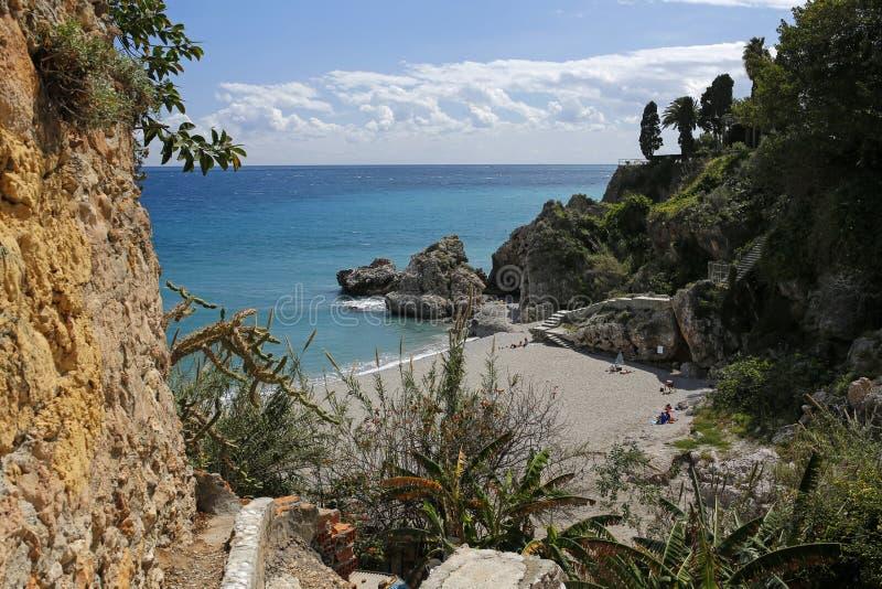 Playa de Carabeillo en Nerja, Costa del Sol, España imágenes de archivo libres de regalías