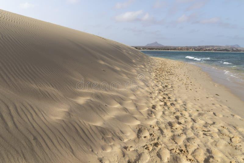 Playa de Chaves en verde de la ceja del vista de la boa imagen de archivo