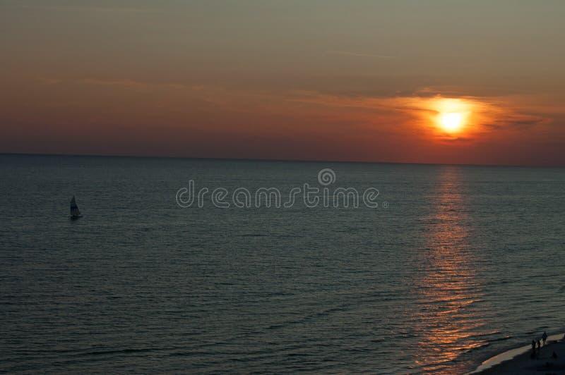 Playa de ciudad de Panamá de la puesta del sol fotografía de archivo