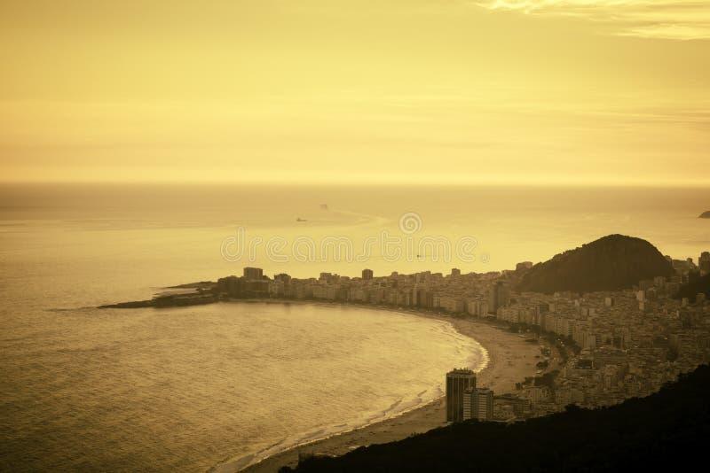 Download Playa De Copacabana En La Oscuridad En Río De Janeiro Foto de archivo - Imagen de south, mosaico: 42431376
